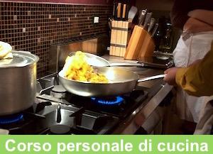 Un momento di cucina al salto, durante uno dei corsi di cucina amatoriale personalizzato, dell'Executive Chef Francesco de Francesco.