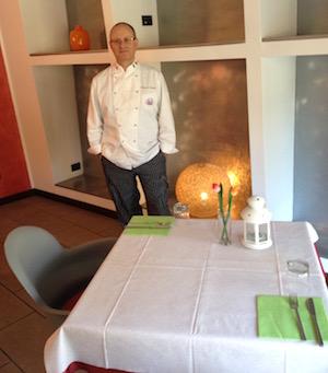 L'executive chef Francesco de Francesco in uno dei ristoranti avviati.