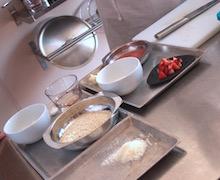 La mise en place per la cottura di un risotto vegetariano.
