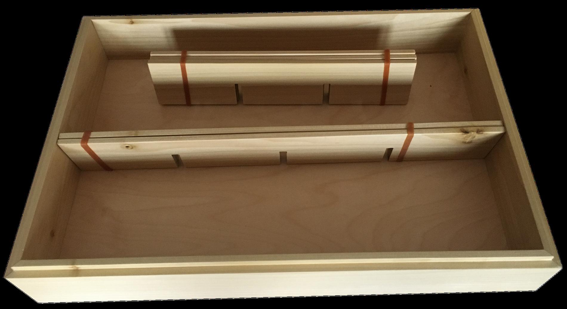 L'interno della scatola in cui arriva il tagliere, anch'essa in legno, riutilizzabile per molte cose in casa.