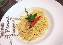 Gli spaghetti aglio, olio e peperoncino, in un ristorante di Amsterdam, in Olanda.