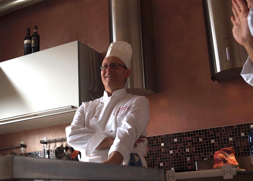 Una serie di corsi di cucina tenuti a distanza dall'executive chef Francesco de Francesco.