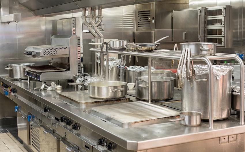 Una cucina professionale tipica di ristoranti ed altri locali della ristorazione.