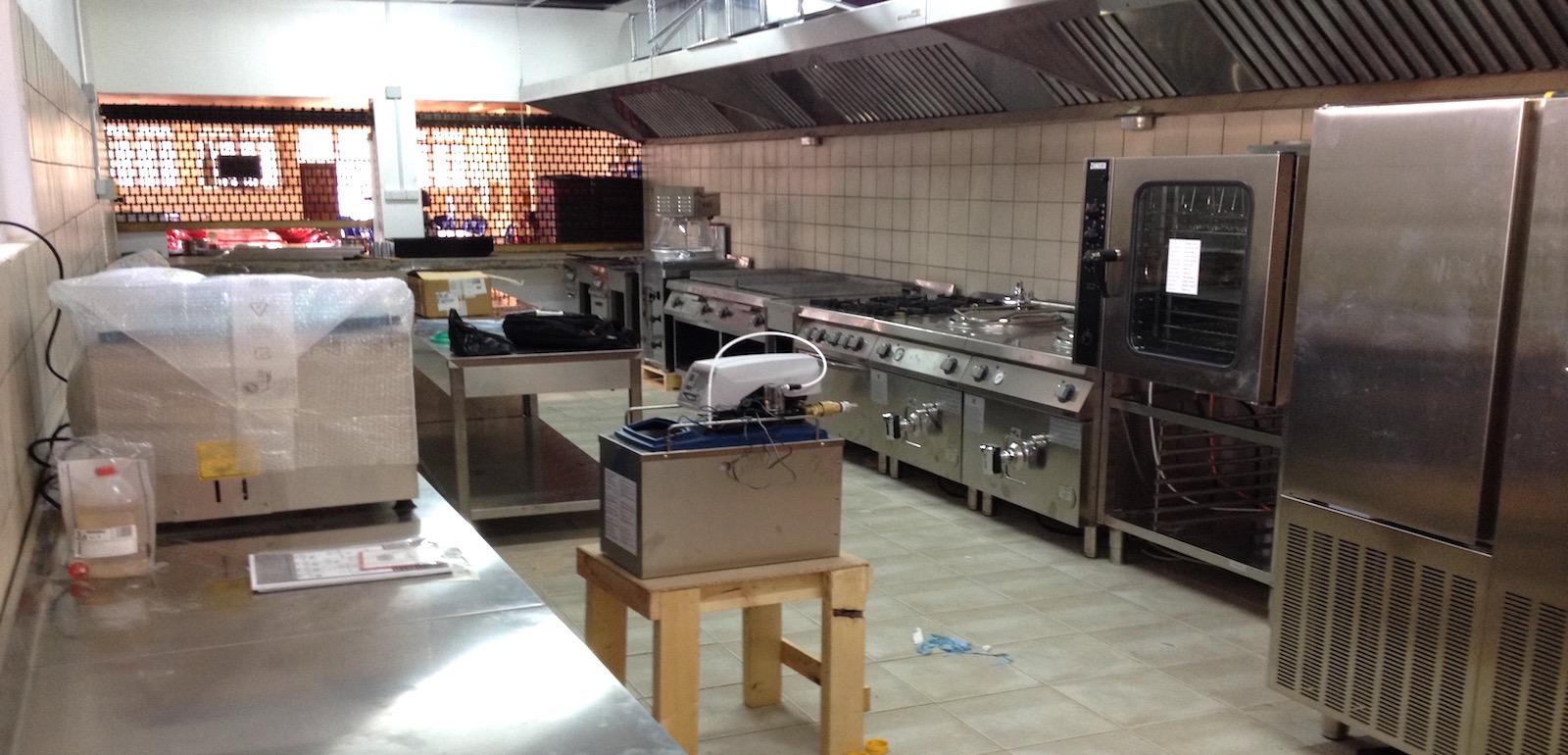 La parte centrale della cucina del ristorante aperto ad Iringa.