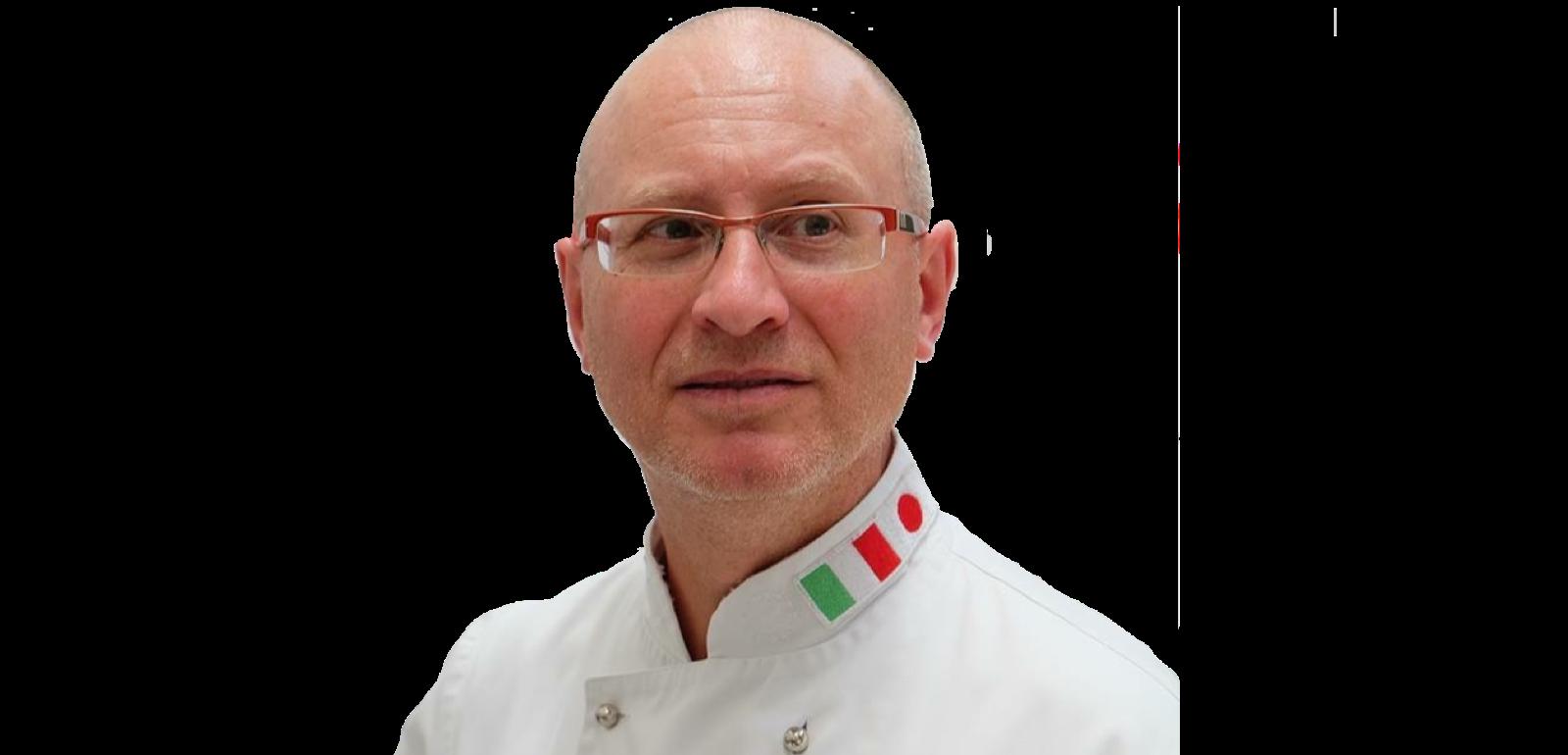 Il docente dei corsi di cucina professionale, l'executive chef Francesco de Francesco.