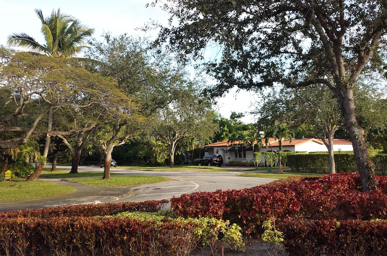 Un angolo e giardino di Miami Shores.
