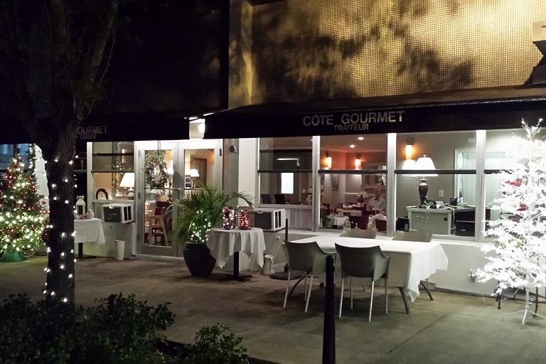 L'ingresso del ristorante francese Côté Gourmet di Miami Shores, in Florida.