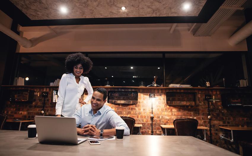 Riunione con la titolare di un ristorante, per aggiornarla sullo stato di avanzamento dell'analisi delle situazioni riscontrate in sala e cucina.