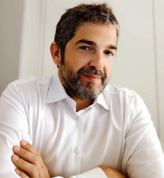 Il Dott. Stefano Crotti, docente per gli aspetti legati all'igiene, alle scienze alimentari, alla conservazione, ecc.