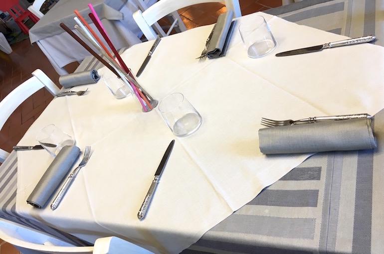 Una delle tante prove di apparecchiatura (mise en place) fatte al ristorante.