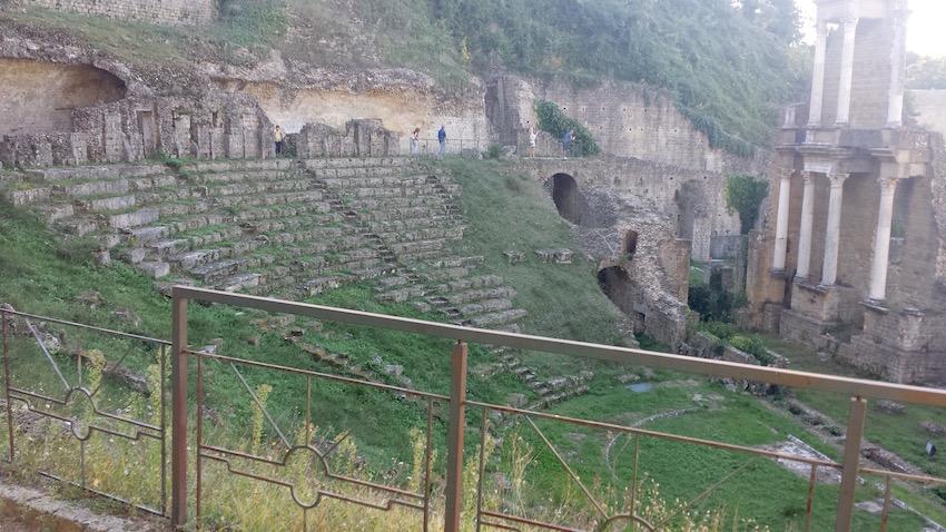 Il teatro romano di Volterra, in Toscana.